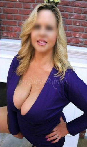Randa live escort in Palm Coast & erotic massage