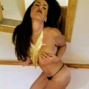 Kalissy vip call girl and massage parlor