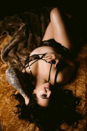 Lazarine escort girl in Crescent City CA, happy ending massage