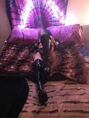 Diakoumba call girl in Waimea, tantra massage